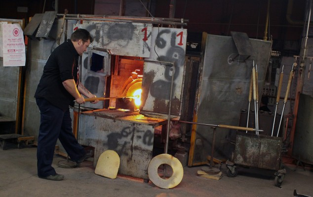 BELGIUM ILLUSTRATION VAL-SAINT-LAMBERT SHOWS A WORKER