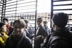 FRANCE : FORCAGE DES PORTES DE LA SORBONNE PAR DES ETUDIANTS BLOQUES DEHORS PAR LES VIGILES | FORCING THE DOORS OF SORBONNE BY B