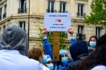 FRANCE : PARIS LE PERSONNEL DES UNITÉS DE SOINS INTENSIFS - INTENSIVE CARE UNITS STAFF DEMONSTRATEDÉMONTRE